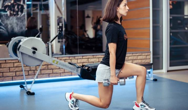 forward lunge - lower body dumbbell exercises for weight loss
