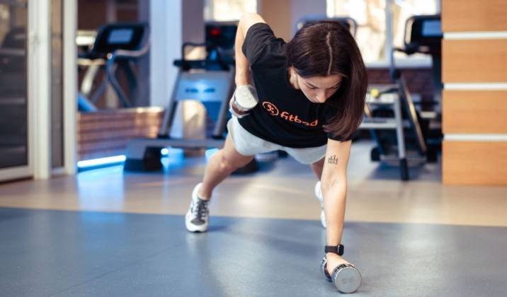 renegade row - upper body dumbbell exercises for weight loss