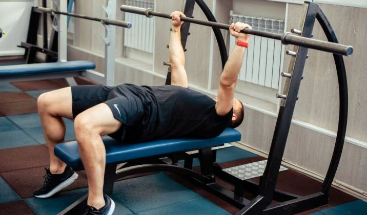 the flat barbell bench press is an iconic chest exercise done for strength and muscle growth