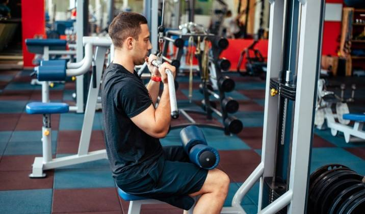 the underhand pulldown can help to attack the back at a different angle