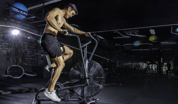 assault bike low impact, varied intensity type of cardio is a great option for all levels of lifters