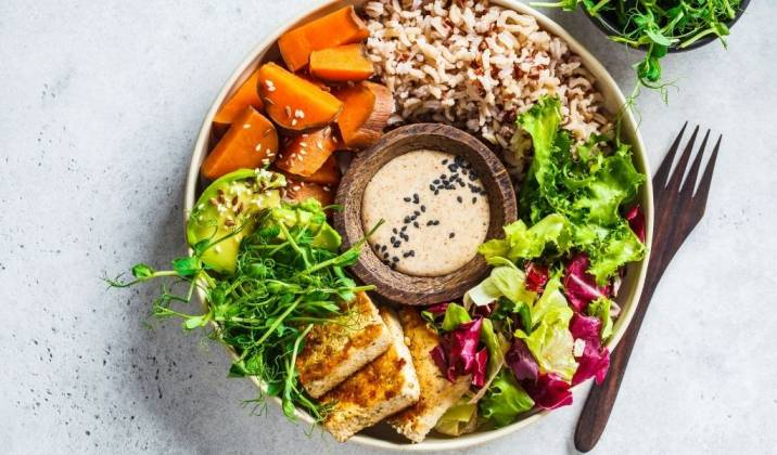 the buddha bowl is a healthy lunch idea for weight loss